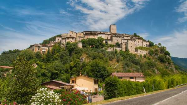 THE ARRONI FAMILY AND AN UMBRIAN VILLAGE WITH NOBLE AND ANCIENT ORIGINS