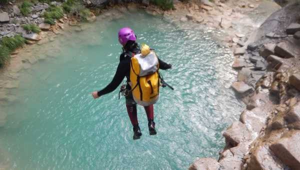 Who can canyoning and when?