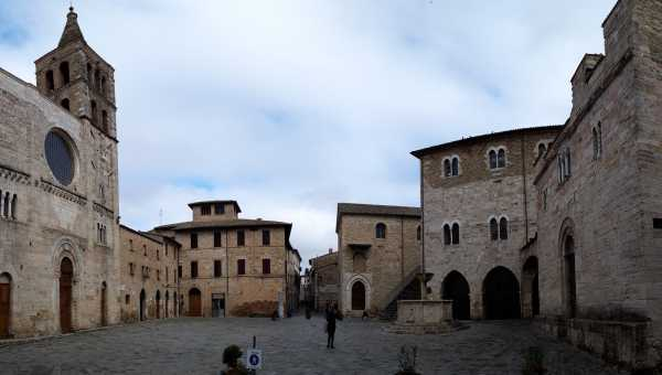 Bevagna, the living history: the town, the market, the Gaite.