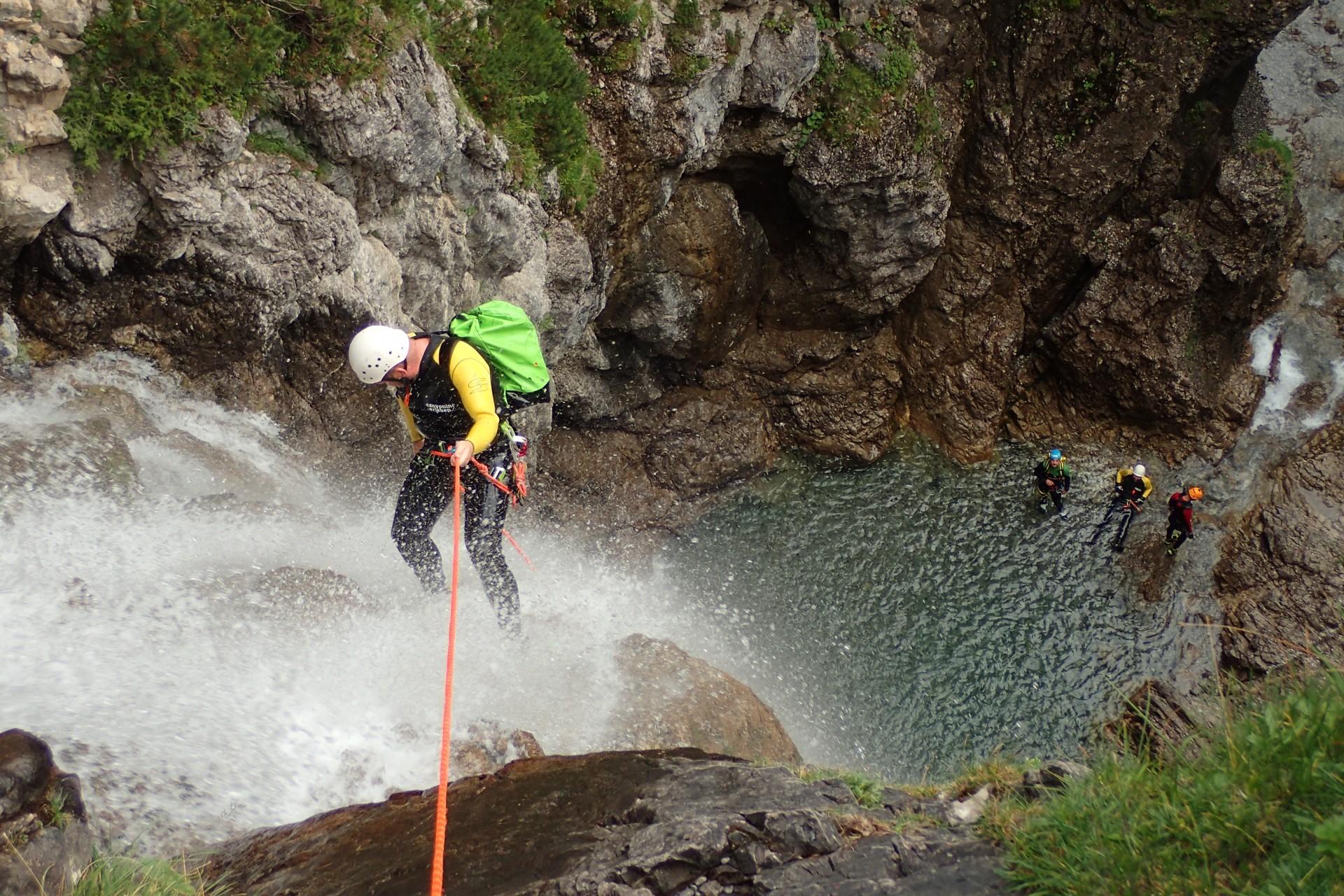 Cos'è e come si pratica il canyoning?