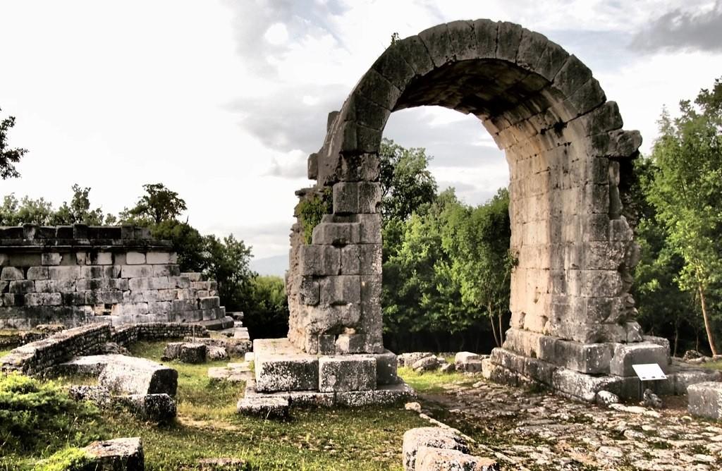 Visita al sito archeologico di Carsulae