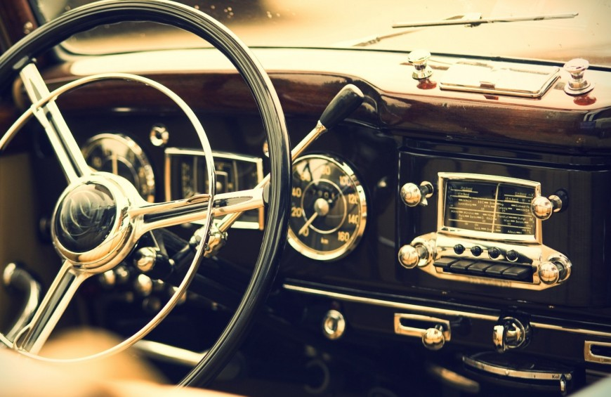 SLOW TOURISM IN VINTAGE CAR