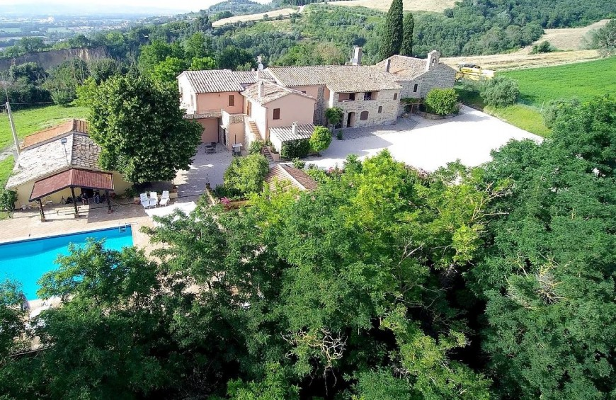 Holidays in Villa: wines and flavours from Umbria