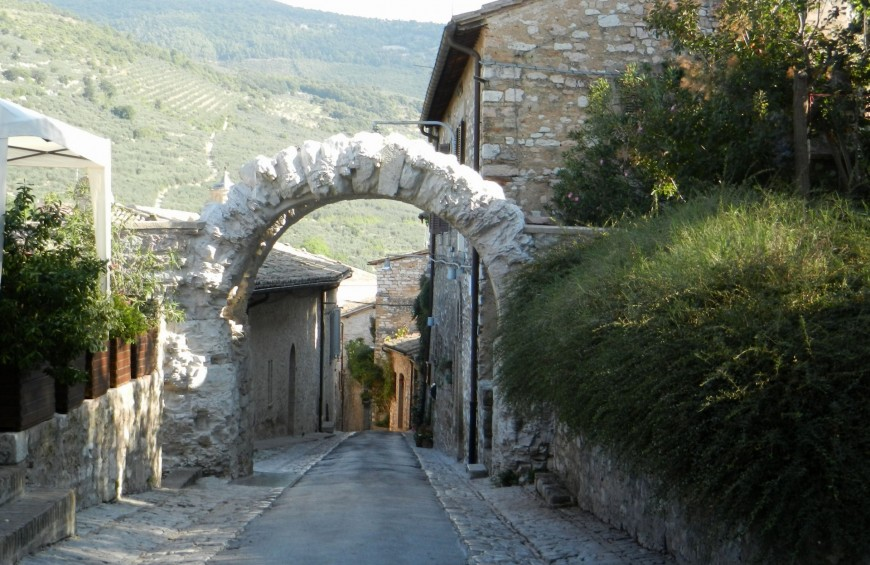 Along the Via Flaminia and beyond: tour in the Umbrian Valley