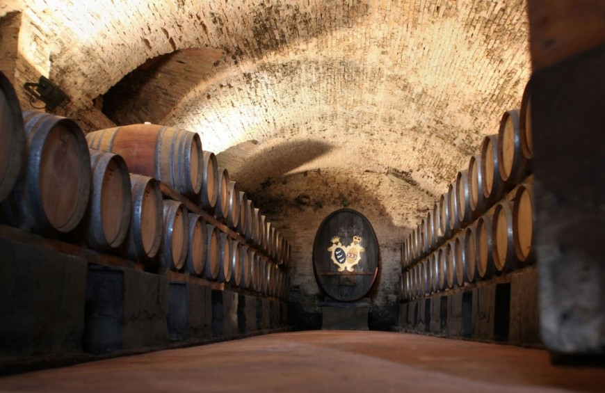 The excellence of wine in the ancient manor of San Gimignano