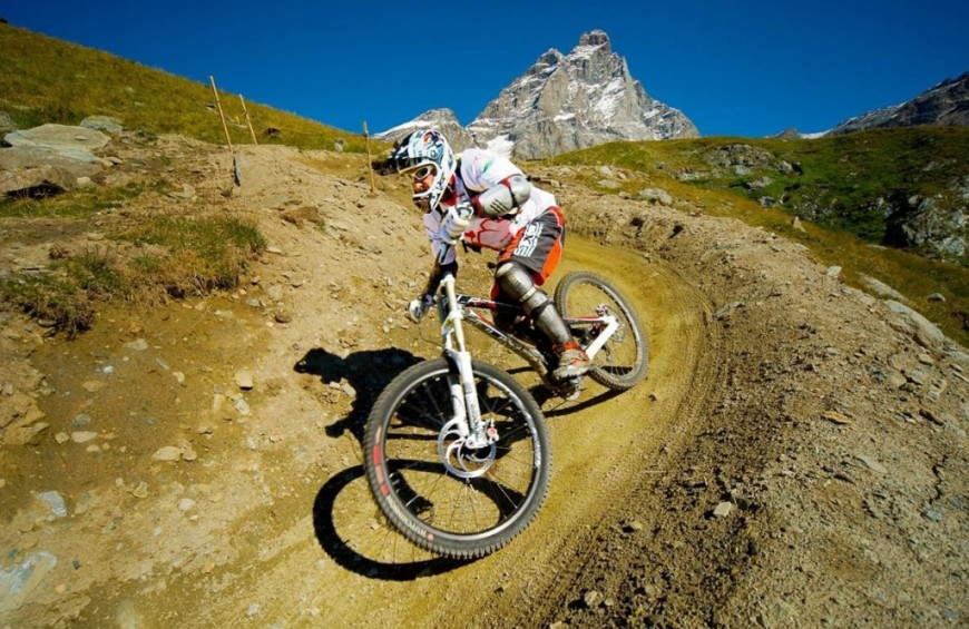 Mountain Bike in Val D'Aosta ai piedi del Monte Cervino
