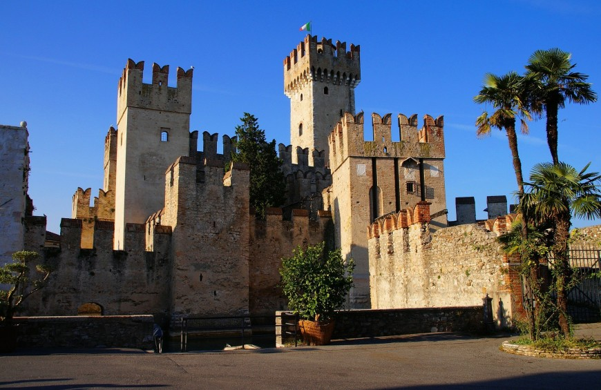 Walking in Sirmione and boat tour on Garda Lake
