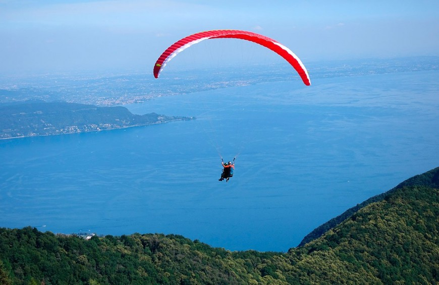 Tandem paragliding flight on Lake Garda