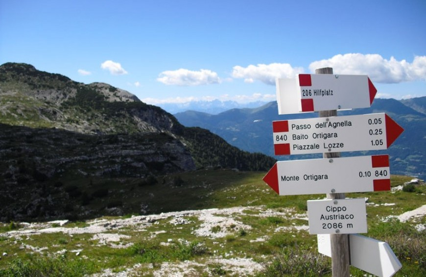 Trekking on the Asiago Plateau - 7 Comuni, Monte Grappa, Small Dolomites and Dolomites UNESCO World Heritage