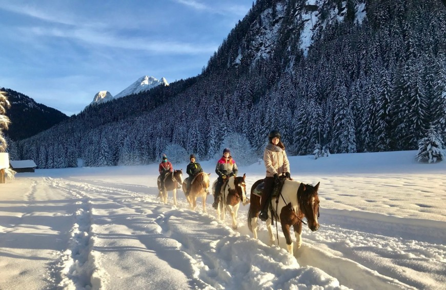Horse riding in the heart of Dolomiti, in Val di Fassa